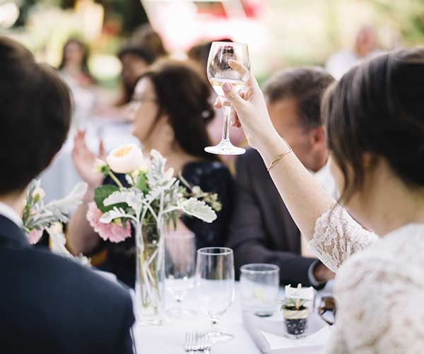 6 Things Couples Forget To Do At The Wedding Reception