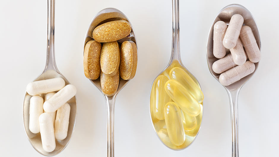 4 Vitamins You Should Take This Week For Fat Loss, According To A Doctor