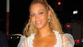 Beyoncé Just Made Her First Red Carpet Appearance Since Giving Birth & She's Still A Total MILF