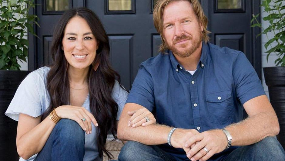 say it ain t so fixer upper is ending after 5 seasons fans are devastated shefinds. Black Bedroom Furniture Sets. Home Design Ideas