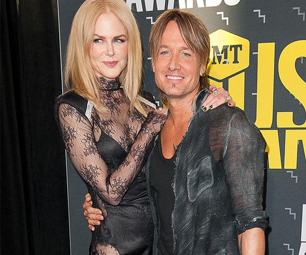 Emmys 2017 Keith Urban Ok With Nicole Kidman Alexander: OMG! Nicole Kidman Kissed Alexander Skarsgard At The Emmys
