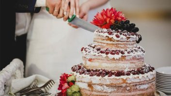 7 Hot Wedding Cake Trends For 2017 Every Bride Needs To Follow