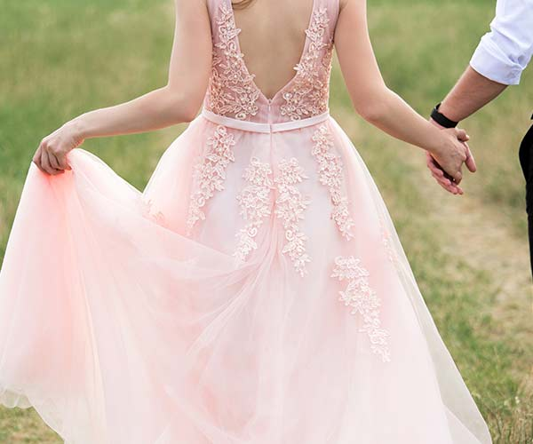 5 totally unexpected fall bridal trends this year for Millennial pink wedding dress