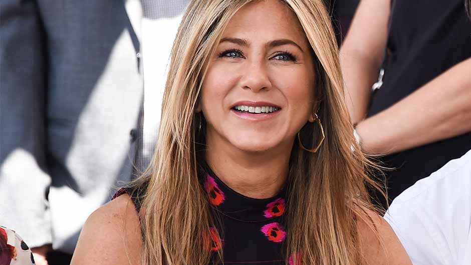 Jennifer Aniston Will Forever Reign In Our Hearts As The Queen Of 90s Fashion Well Never Forget Her Cropped Sweater Logo Tee And Overall Wearing Days
