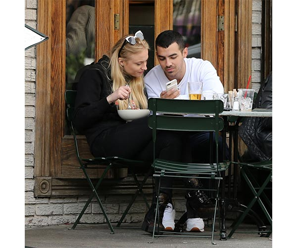 joe jonas and sophie turner pregnancy 2
