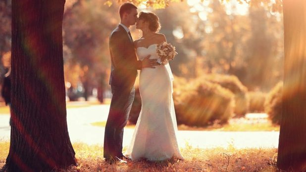 7 Amazing Wedding Photos Every Fall Bride Must Take