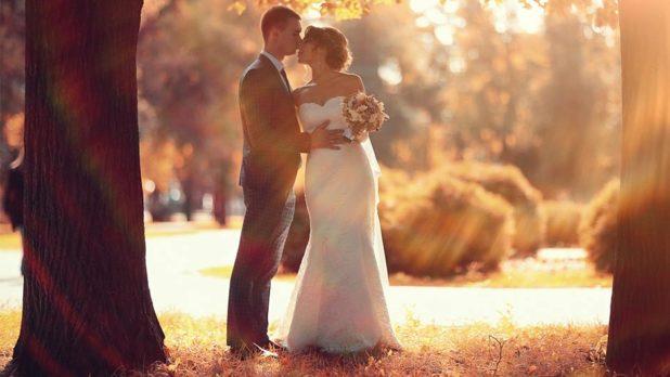 7 Amazing Wedding Photos Every Fall Bride Must Take