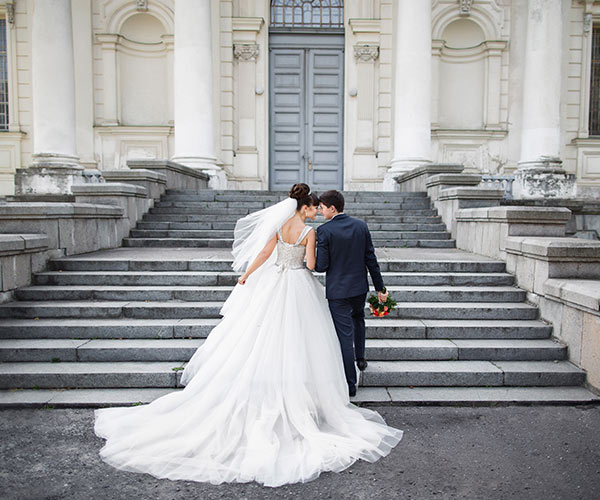 6 Wedding Poses That Aren't Lame (Ask Your Photographer To