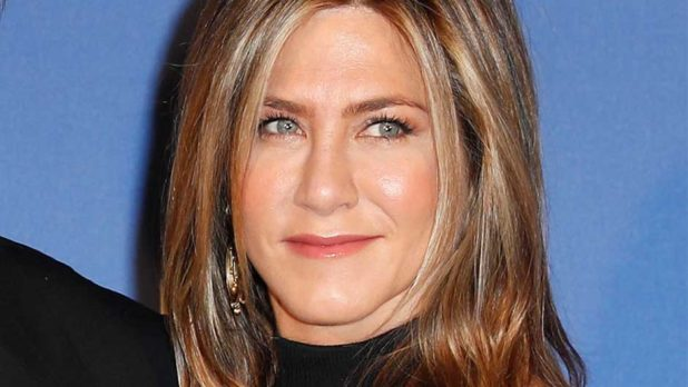 4 Beauty Products Jennifer Aniston Swears By To Look 10 Years Younger