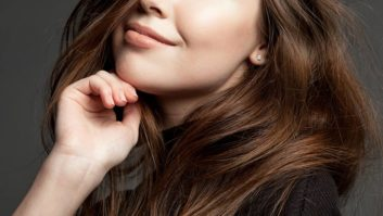 4 Anti-Inflammatory Foods You Should Eat For Thicker, Stronger Hair