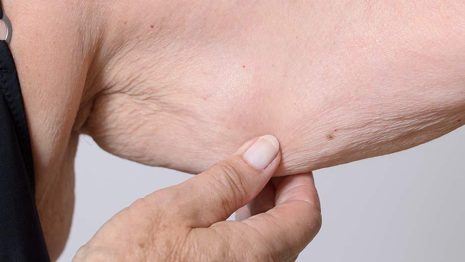 4 Essential Oils Dermatologists Swear By For Sagging Skin