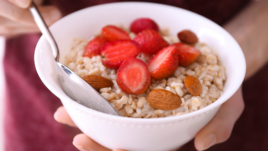 4 Anti-Inflammatory Breakfasts You Should Eat Every Day To Get Flat Abs, According To A Doctor