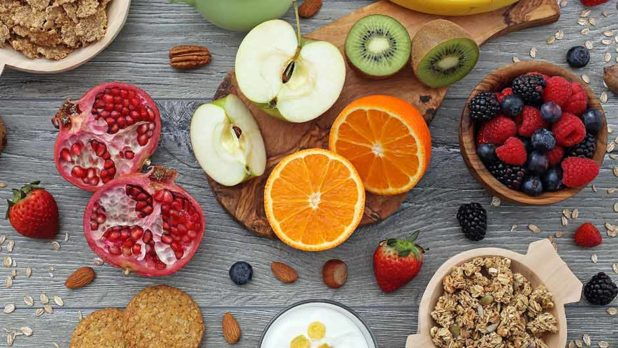 5 Anti-Inflammatory Foods Experts Swear By To Look 10 Years Younger
