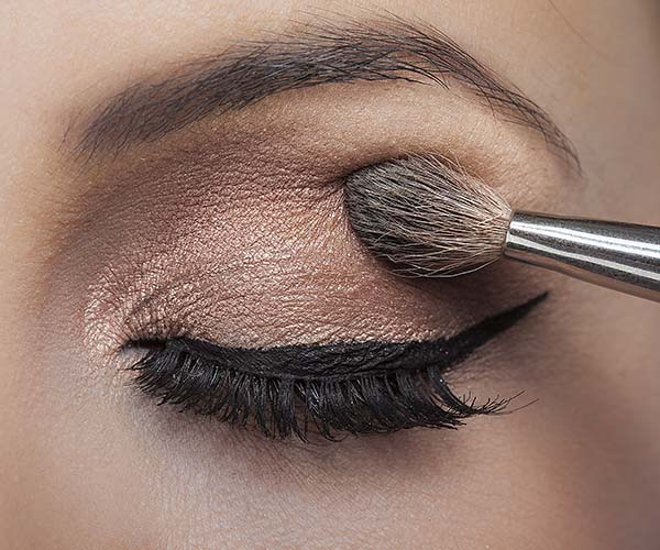 applying eyeshadow mistake