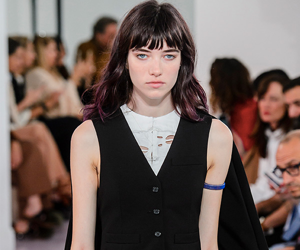 Curtain bangs were also spotted at Paris Fashion Week on the Chloé Runway. Models sported the soft fringe and showed us exactly why their called French girl ...