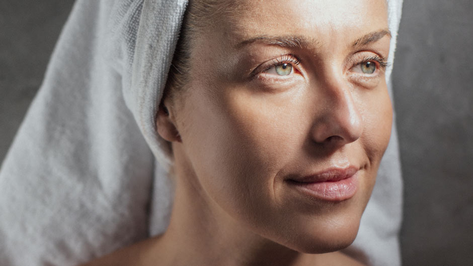 The Drugstore Moisturizer Dermatologists Swear By For Younger Looking Skin