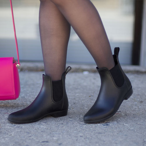 5aad053904a725 Finally! These Are The Best Cheap Rain Boots That Aren t Completely Hideous