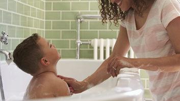 This Light-Up Loofah Makes Bath Time Fun For Kiddos