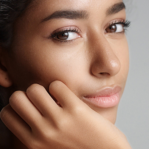 4 Vitamins Dermatologists Swear By For Brighter Under-Eyes