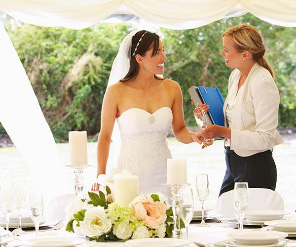 bride talking with wedding planner