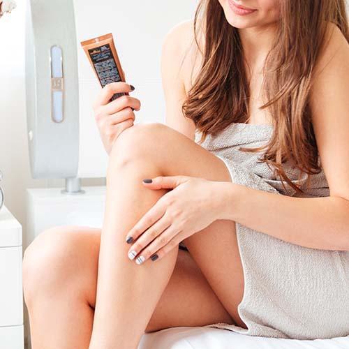 woman apply lotion