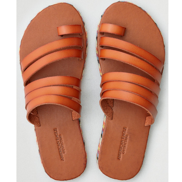 a625cd233d8 Toe Loop Sandals Are Back For Summer–  They re Actually Super Cute ...