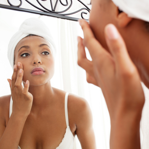 The 5-Second Trick Every Woman Over 40 Should Try For Younger-Looking Skin