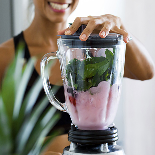 The One Ingredient You Need To START Adding To Your Smoothies If You Want A Flat Stomach, According To Nutritionists