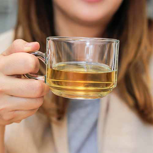 The One Tea You Should Have Right When You Wake Up If You Want A Flat Stomach, According To A Doctor