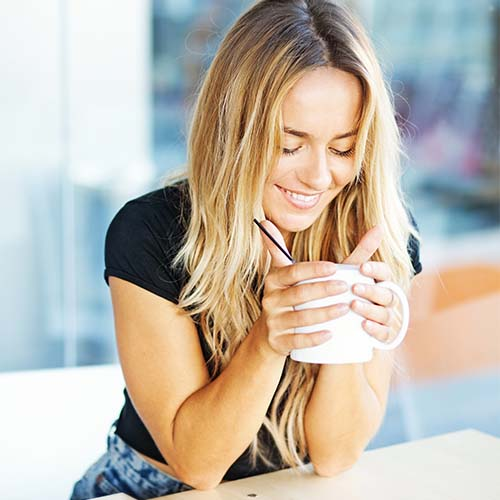 The One Ingredient Nutritionists Say You Should Start Adding To Your Coffee For A Flat Stomach