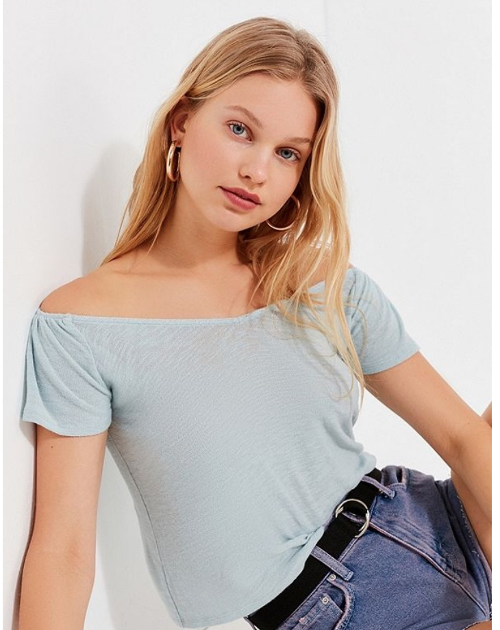 4f241fce30aa8 Selena Gomez Loves This Super Flattering Top From Urban Outfitters ...