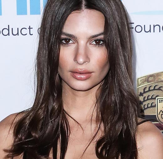 Emily Ratajkowski Is The Only Person Who Can Pull Off A String Bikini THIS Small