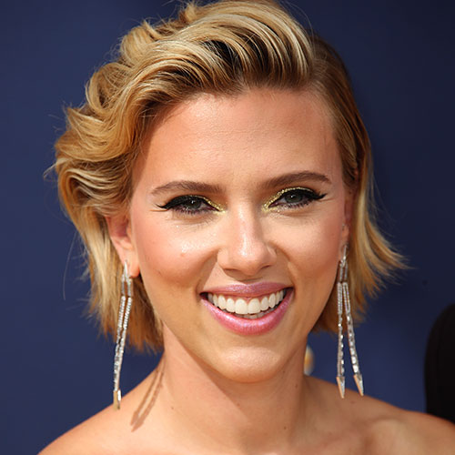 We STILL Can't Get Over The Dangerously Low-Cut Dress That Scarlett Johansson Wore On The Red Carpet!