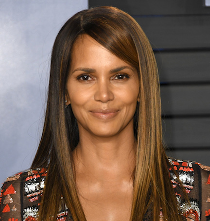d272e3747 We Can t Believe Halle Berry Showed THIS Much Cleavage On The Red Carpet—Her  Dress Was INSANE!