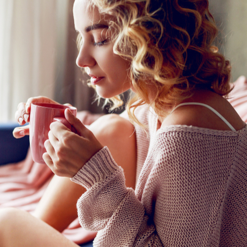 The One Hot Drink You Should Have Every Morning For Belly Bloat, According To A Doctor