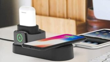 This Charger Powers Up Your iPhone, Apple Watch *And* Apple Airpods... All At The Same Time!
