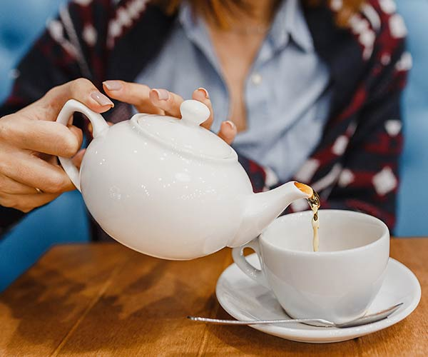 The One Anti-Inflammatory Tea That Basically Shrinks Your Waistline, According To Nutritionists