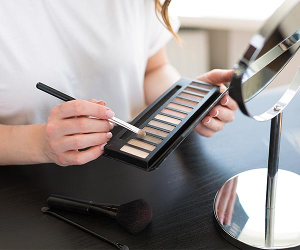 4 Life-Changing Eyeshadow Hacks Every Woman Over 40 Should Know To Look 10 Years Younger