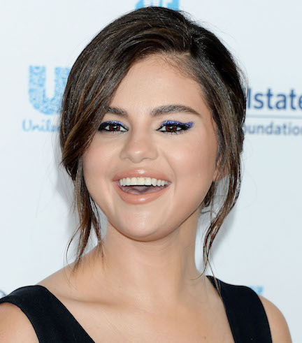 We Can't Believe Selena Gomez Showed THIS Much Cleavage On The Red Carpet– Her Boobs Are Barely Covered!