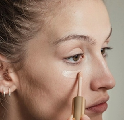 This New Concealer Hides Fine Lines & Wrinkles For Perfect-Looking Skin
