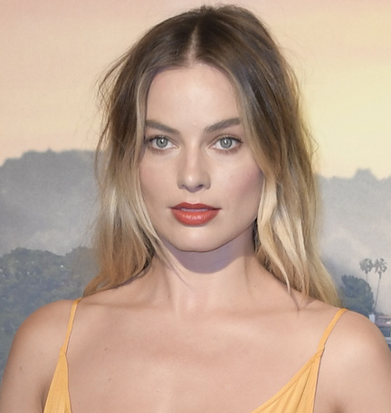 Did Margot Robbie Really Not Realize That Her Shirt Was TOTALLY See-Through? You Can See EVERYTHING!