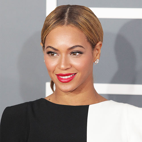 Beyonce Basically Just Flashed The Camera In A High-Slit Dress–Did She Forget Underwear?