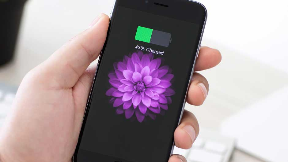 The One App That Takes HOURS Off Your iPhone Battery, According To Apple Employees