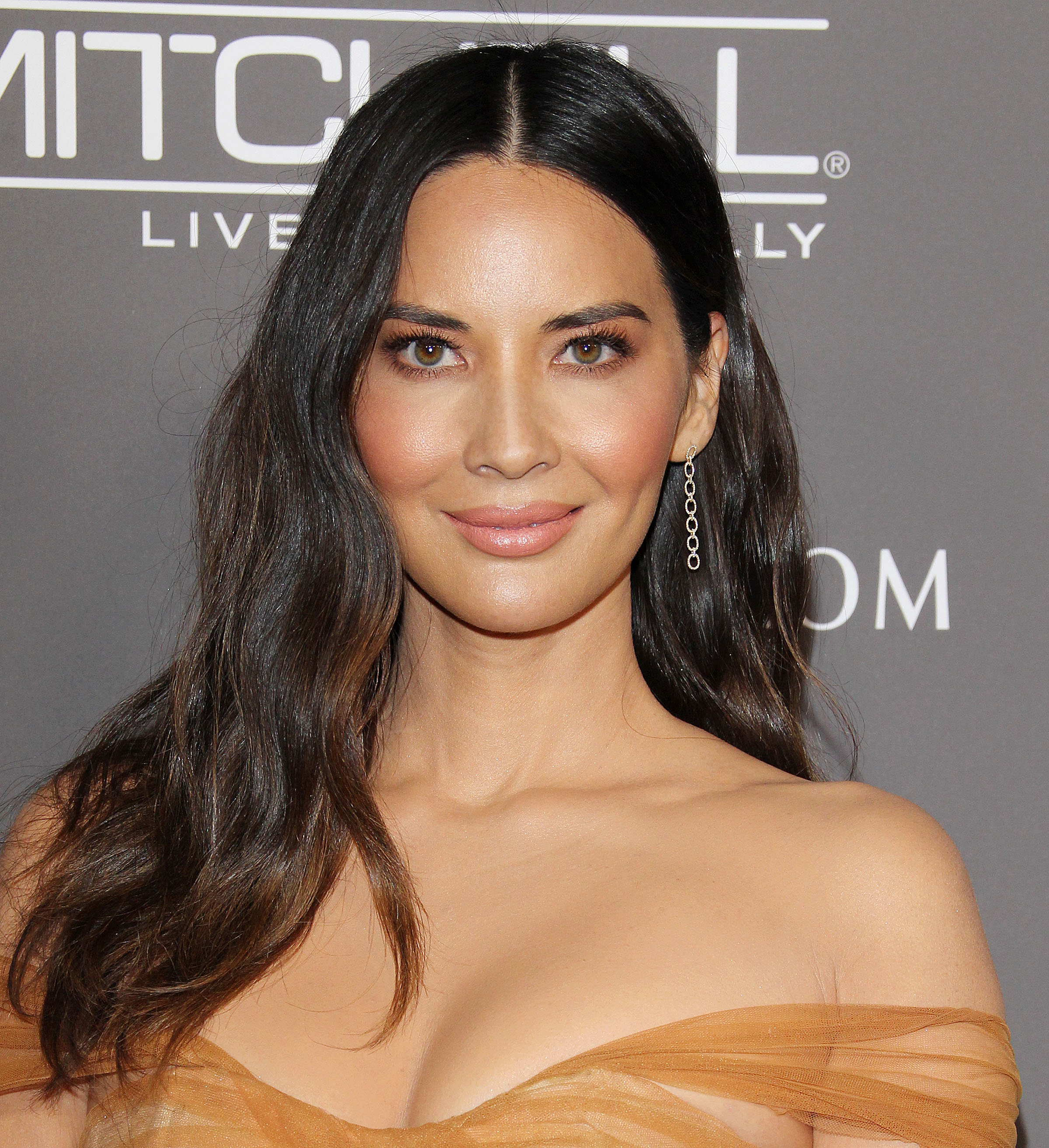 Olivia Munn Just Put It ALL On Display In This Mini Skirt–She's Never Looked Better!