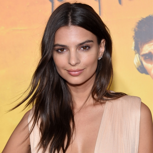 You Call This An Outfit? Emily Ratajkowski's Barely Wearing Clothes In Her Latest Instagram!