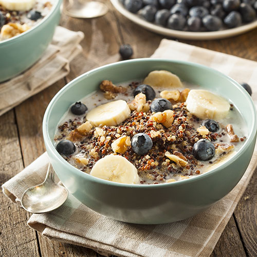 bol de petit déjeuner au quinoa