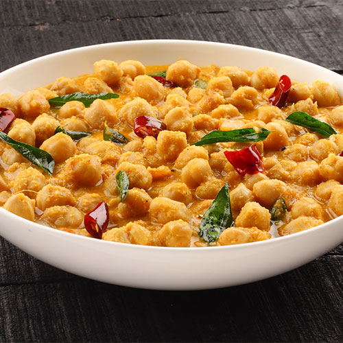 A bowl of chickpea curry.