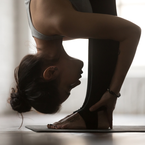 4 Life-Changing Yoga Poses You Should Do Every Morning To Reduce Stomach Bloat