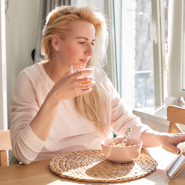4 Anti-Aging Breakfast Foods You Should Eat This Week To Get Rid Of Fine Lines And Wrinkles, According To Experts