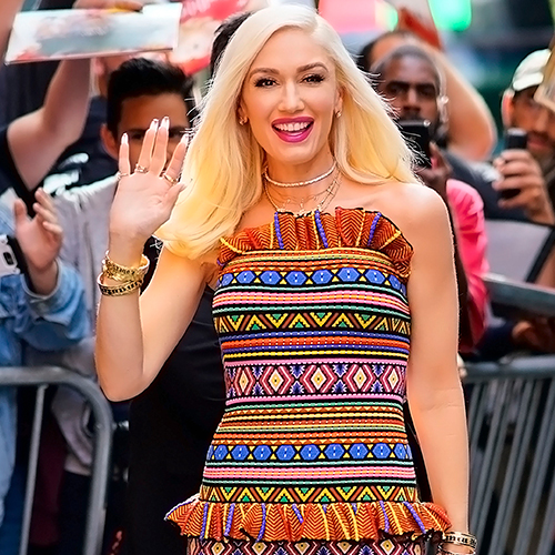 """Did She Forget To Wear Pants? Fans Are Freaking Out About Gwen Stefani's """" The Voice"""" Outfit"""